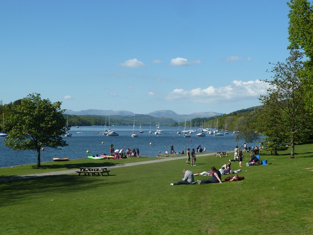 Lake Windemere showing people enjoying a picinic